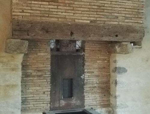La cheminée avant le coffrage lors des travaux