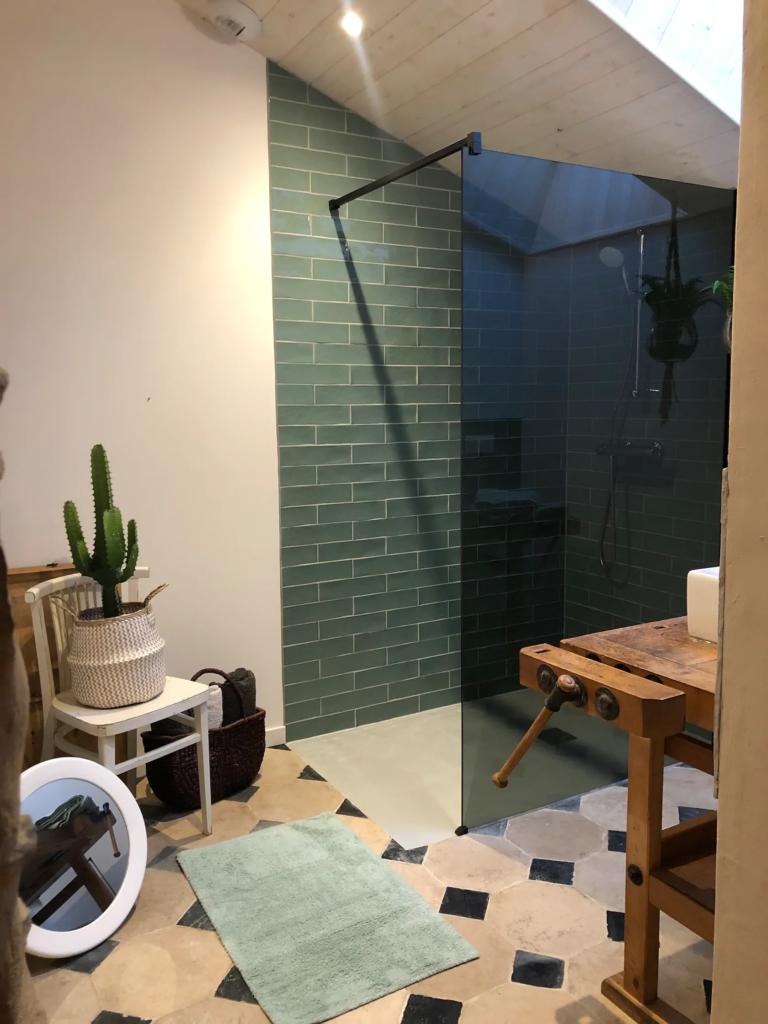 La douche italienne du rez de chaussée, très agréable