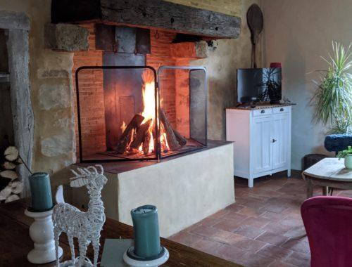 La première flambée de la cheminée après la rénovation du gîte